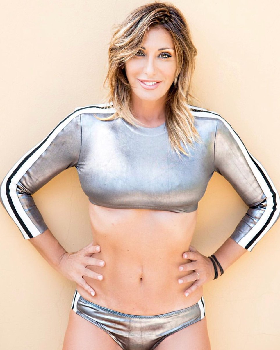 On monday... thinking to #france #tour #latournée #starting #studying #lyrics #whatamess #sabrina #sabrinasalerno https://t.co/hnJD60phOQ