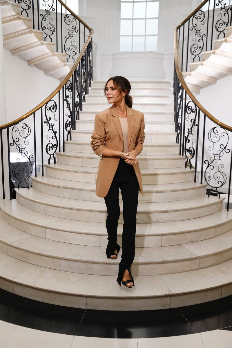 So grateful for the past 10 years. Thank u #TeamVB x VB Kisses #VBSS19 #LFW #VBSince08 https://t.co/81xZ0qykTD