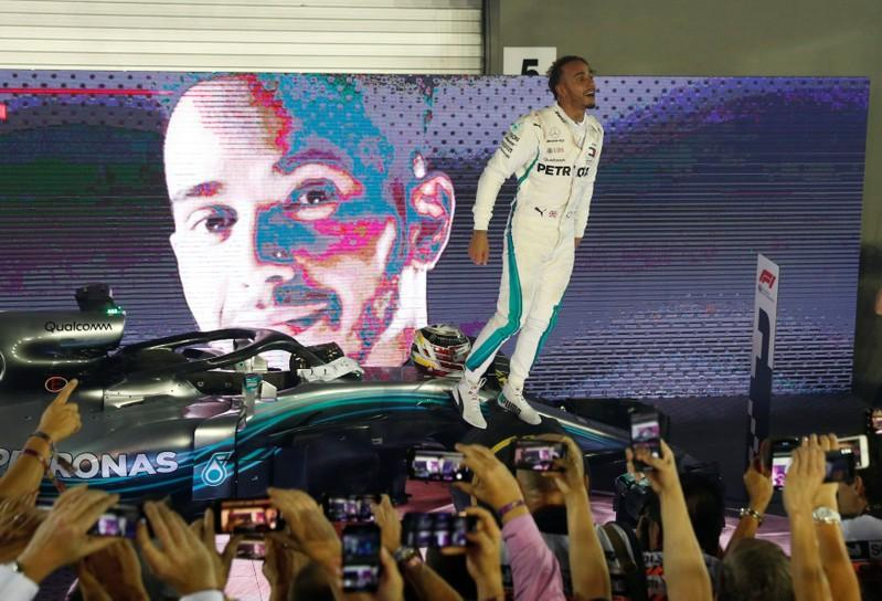 Hamilton opens 40-point lead with Singapore victory