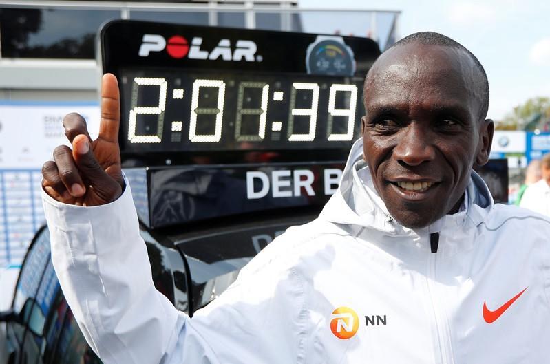 Kenyan Kipchoge shatters marathon world record in Berlin