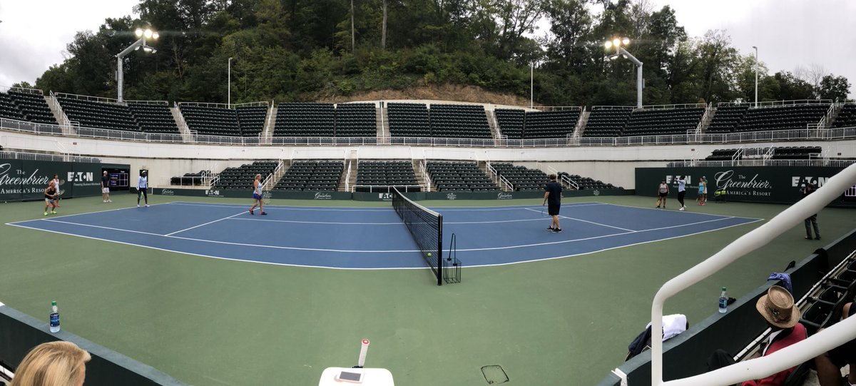 Morning doubles clinic with @Venuseswilliams at The Greenbrier. https://t.co/Gcfmd7E24h