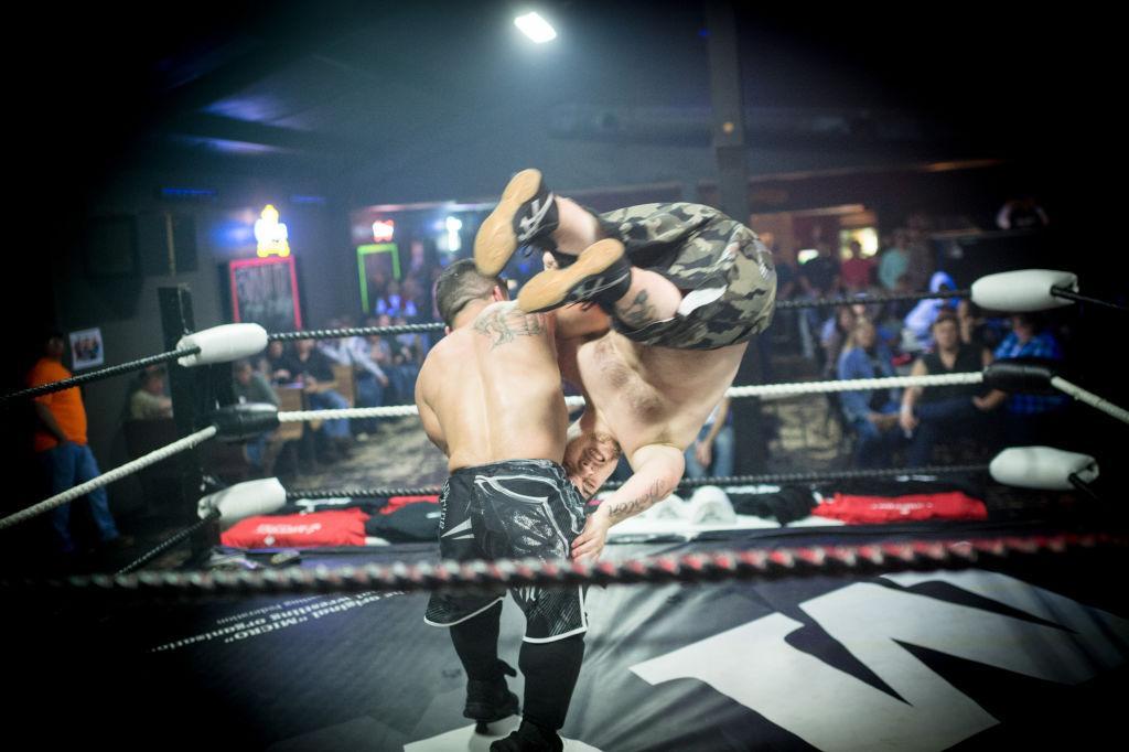 Texas dwarf wrestling show barred from U.K. venues, sues them all