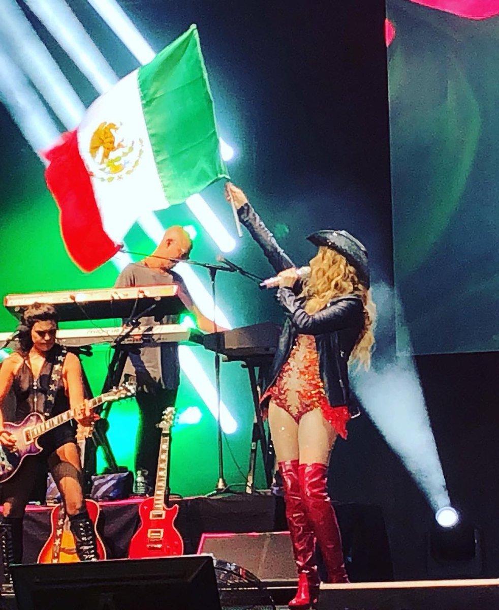 Viva Mexico!!!!! 🇲🇽 💥👊🎤🥁💕 #live #deseo #paulinarubio #mexico #newalbum #fun #concierto