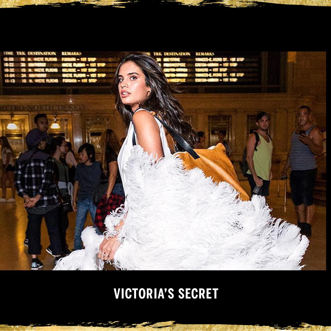 Start spreading the news…the #VSFashionShow is back in New York! https://t.co/D9SpLA7o4y