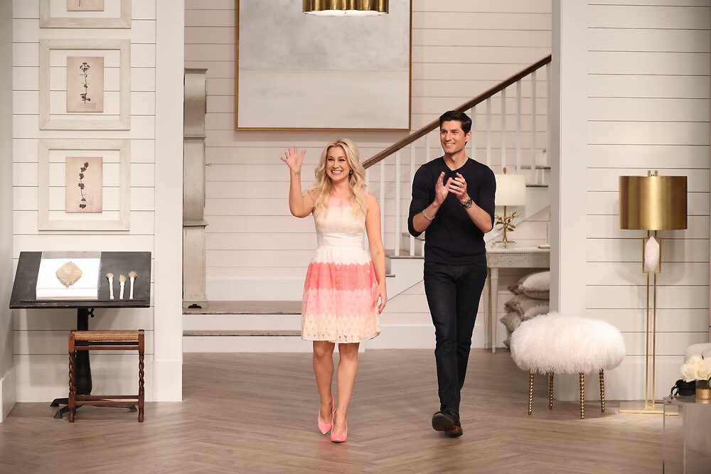 Happy @PicklerandBen Season 2 premiere day!!  Find out where to watch here: https://t.co/Nf8d1Rb3lg. https://t.co/Lsy8p4p1mE