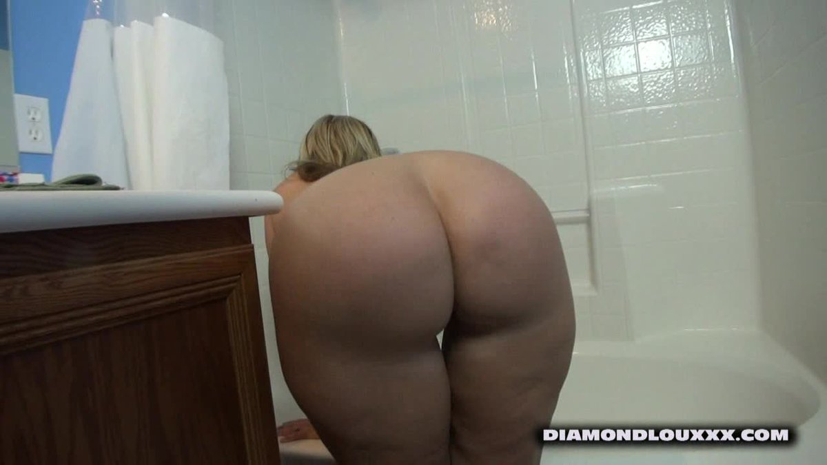 Sold my vid! Diamond Lou Fucks Dee Siren in shower TkZkJ8um44 #ManyVids 90