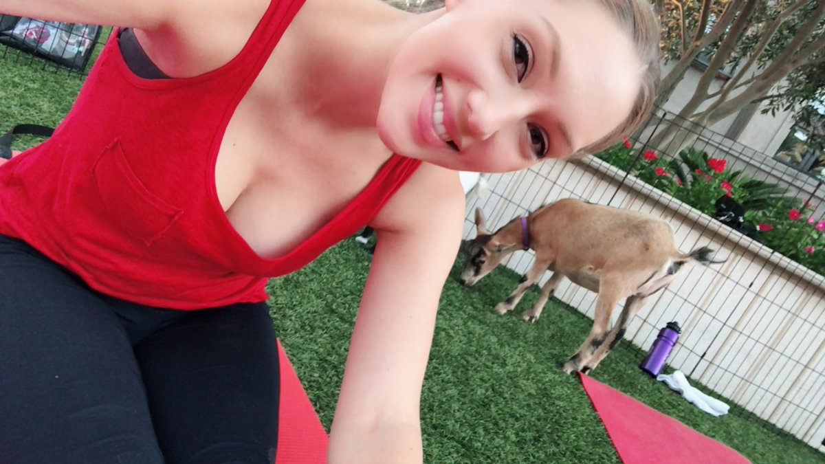3 pic. Guys, I went to goat yoga & it's exactly how you'd imagine. 😆🐐🧘🏼♀️ PYzIStDBzq
