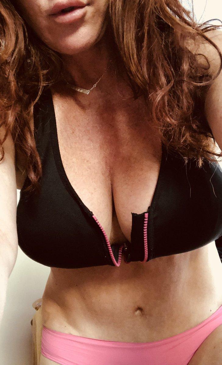 1 pic. A little #striptease for you xo RT AuZ0hXs5Oj