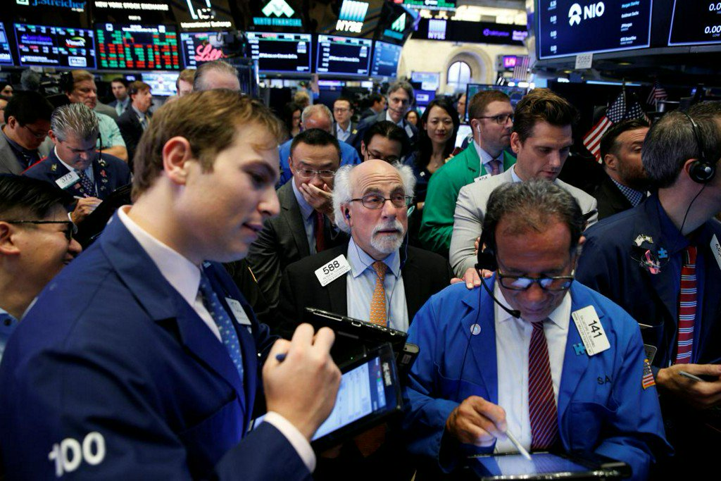 Oil, tech sectors resist tariff woes