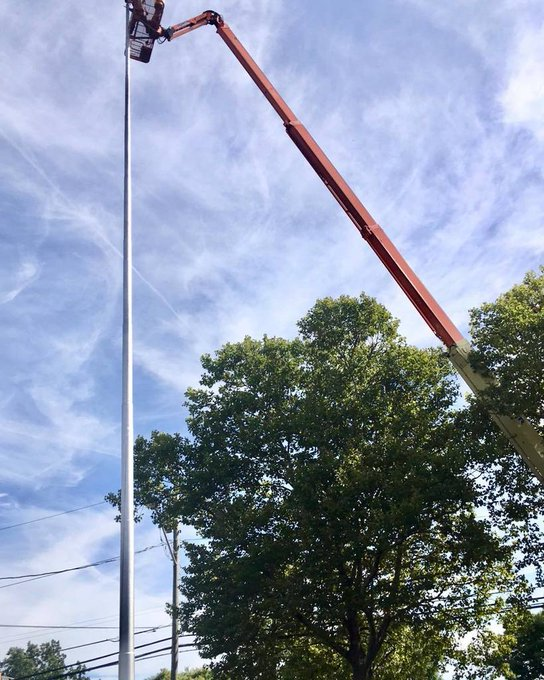 @Hobart William Smith College, time to re rig from the ground up. #Flagpole #Winch&Cable https://t.co/rIekxbuLws https://t.co/swqrgfBeTu