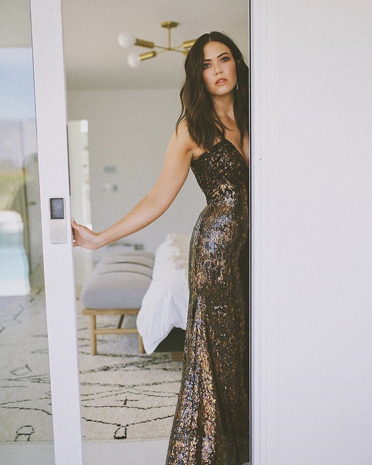 RT @OfficialRodarte: Before the Emmys with @TheMandyMoore (ph: Jenna Jones). Mandy is wearing custom Rodarte. ???? https://t.co/v0Rh49ZCly