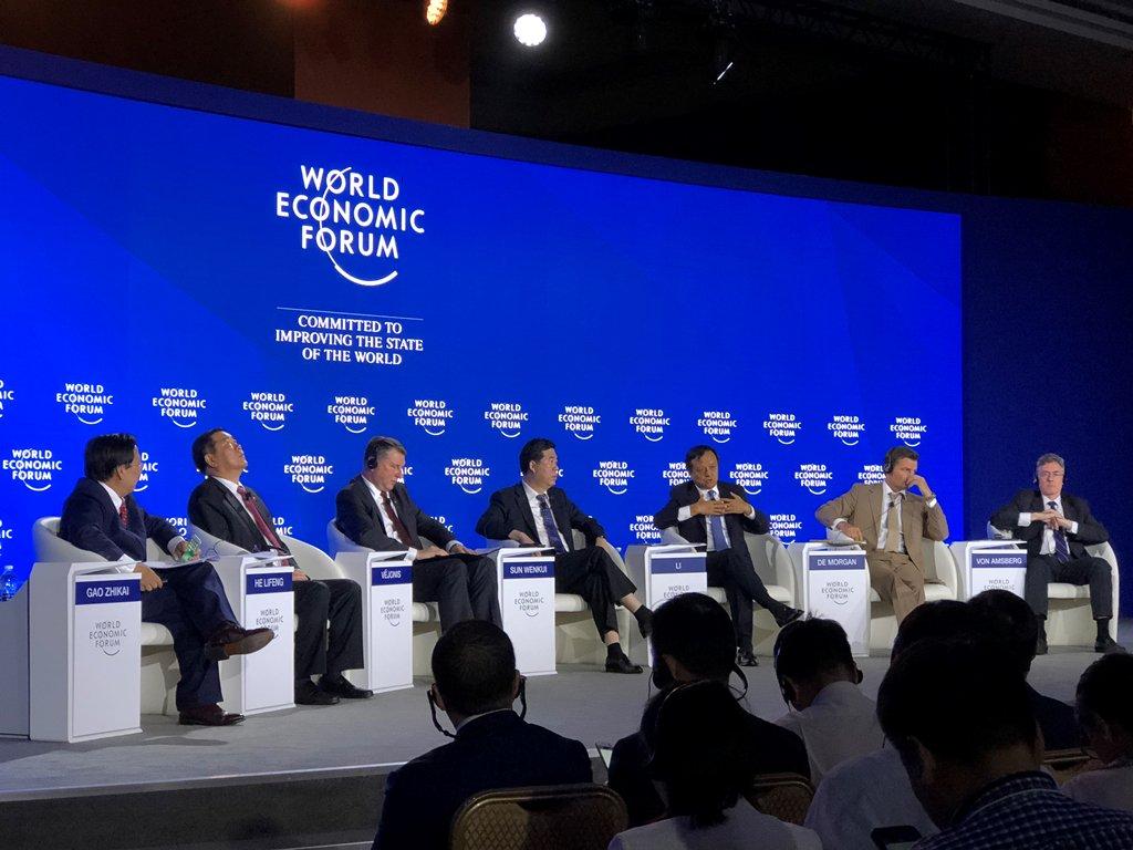 香港交易所集團行政總裁李小加今天參加在天津舉行的2018世界經濟論壇新領軍者年會,與來自世界各地的領軍者和高層代表共聚探討如何推動全球創新、應對世界挑戰。 #summerdavos #amnc18 https://t.co/RBDT3DQsi4