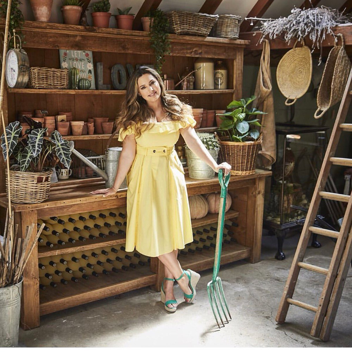 I'll be on @thismorning shortly showing you how to Prep your Garden for the Autumn ???? https://t.co/kfq7jgkf8M