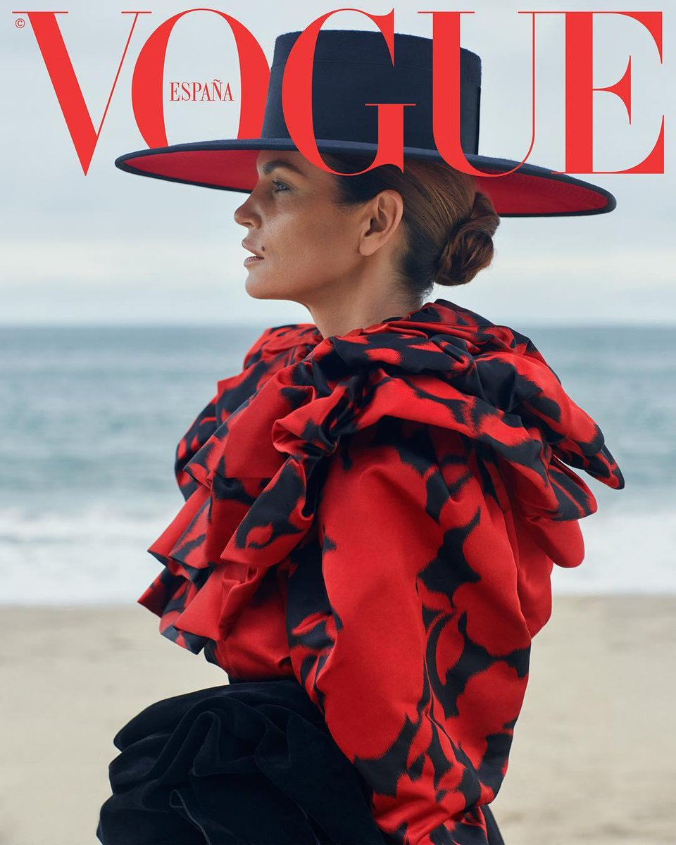 RT @marcjacobs: Cindy Crawford wearing Marc Jacobs Fall '18 on the cover of Vogue Spain ???? #MJFW18 https://t.co/65gHTdDoyg