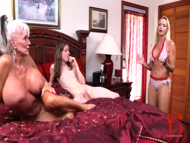 Another sale! Get one too! Me Mom And Granny Taboo xFpHsJgSYO #ManyVids hD
