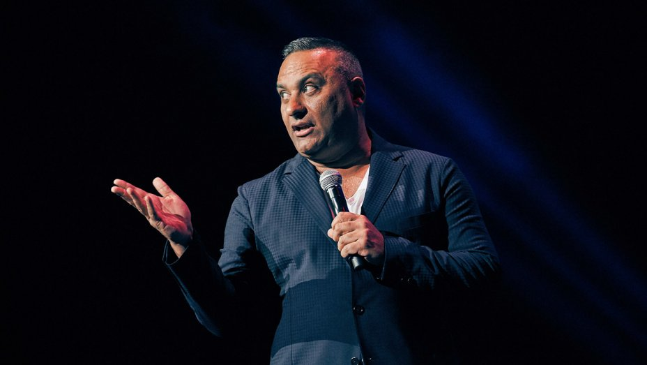 UTA signs stand-up comic @therealrussellp