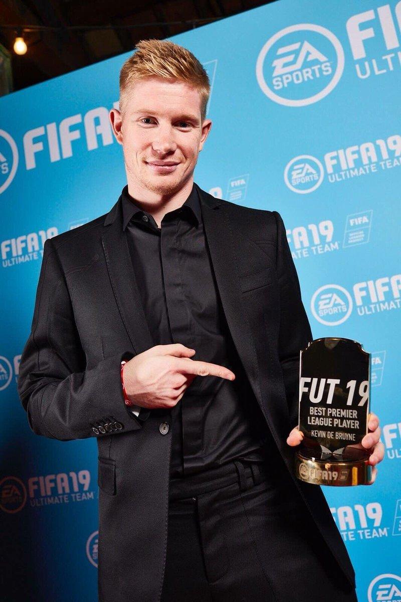 Kevin De Bruyne venceu o prêmio de melhor jogador da Premier League EA Sports FIFA 19! https://t.co/NHltPc4XDe