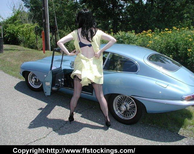 Update: Julia's Jaguar Striptease - D1vJJc14j0 OJugHJa3Xr