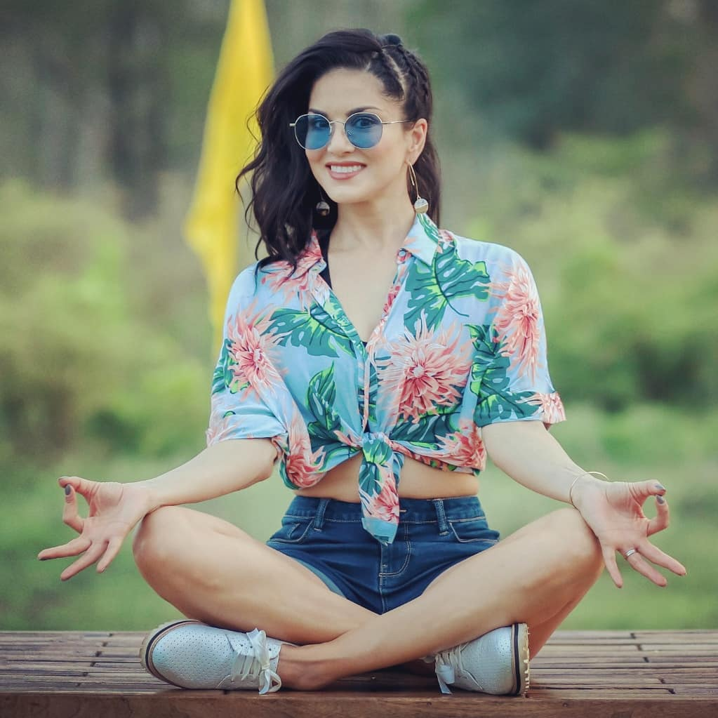 Weekend Mood!! 😎 #SunnyLeone #SplitsvillaXI INDvjIt4UC