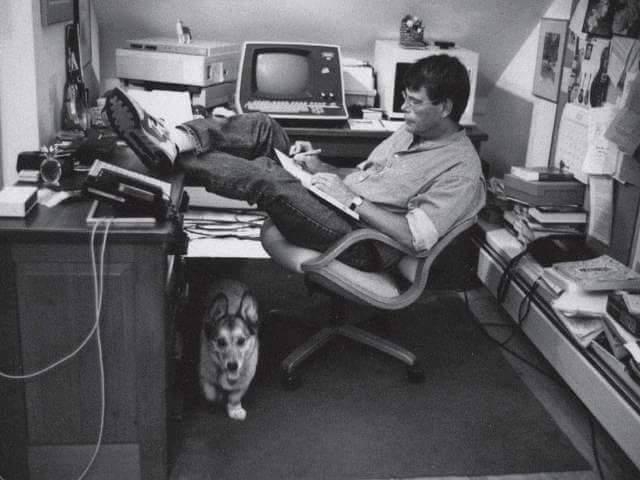 Hoy cumple 71 años un genio del terror y un maestro de la narrativa.  ¡Happy Birthday Stephen King!