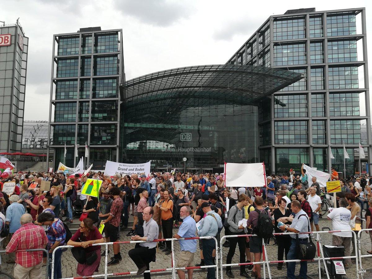test Twitter Media - RT @NetzwMietenWohn: 3000 Menschen demonstrieren inzwischen vor dem Berliner Hbf. #Wohngipfel #Mietenwahnsinn https://t.co/YgiITctpEB