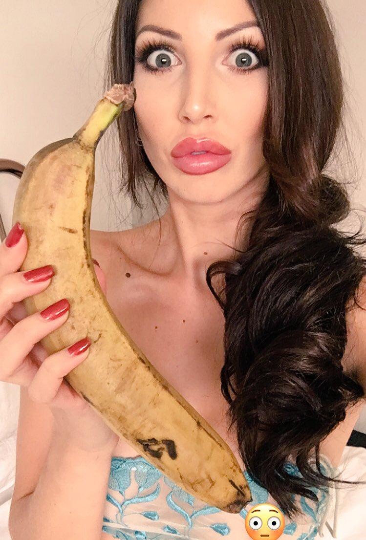 Look at this onscene banana ..... ACZXgs2gF2