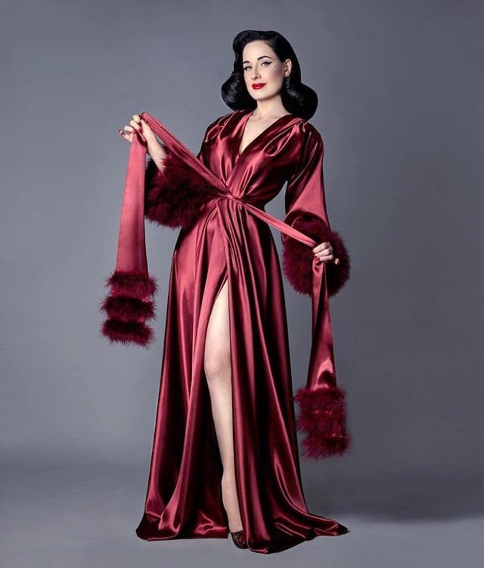 Limited quanties of my Bordeaux dressing gown in up to 3X https://t.co/kvyCg7XDcT via @jenavonteese https://t.co/6s5MAzt5ao