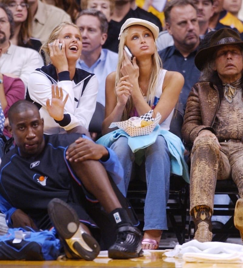 Nicky & I sitting courtside at a basketball game, gossiping on our flip phones and chowing down on some nachos. https://t.co/jwCb15gmXn
