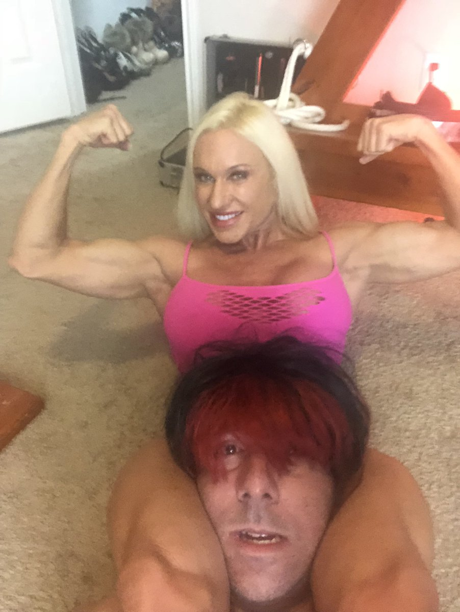 #FemDomFriday! Putting My victim in MY tight clenches!! #Breathplay #MuscleDomme #scissorholds #muscledomination