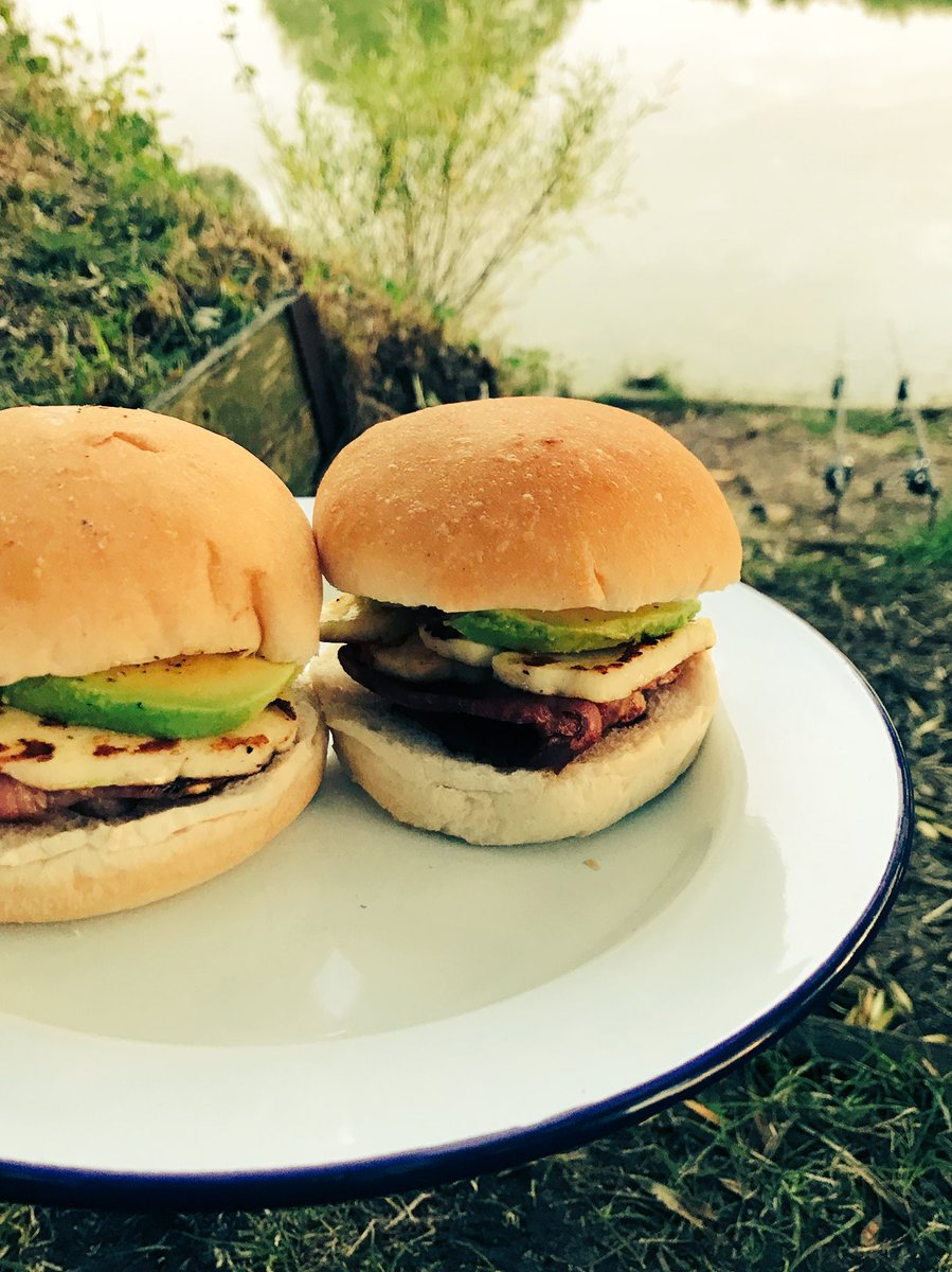 The traps are set🤞Now it's time for <b>These</b> bad boys👌#CarpFishing #Foodies #Food https: