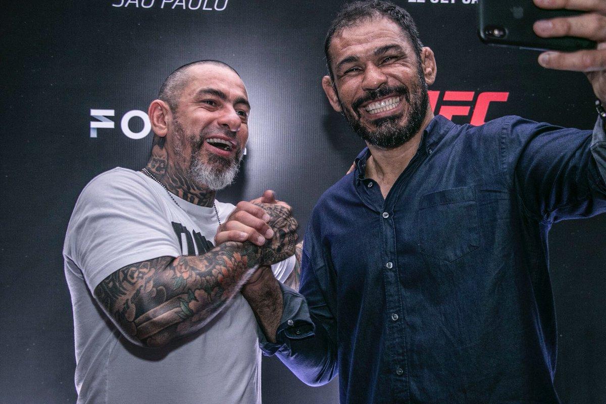RT @fogaca_henrique: Aqui no #UFCSP com o monstro @Minotauromma ☠️🤜🏽 https://t.co/MZk7P5gIql