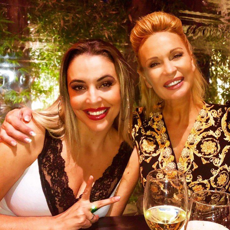 Ayer noche con mi amiga Yessica Milan en Blackhaus, amigas para siempre, artista, Dj, cantante, y guapa