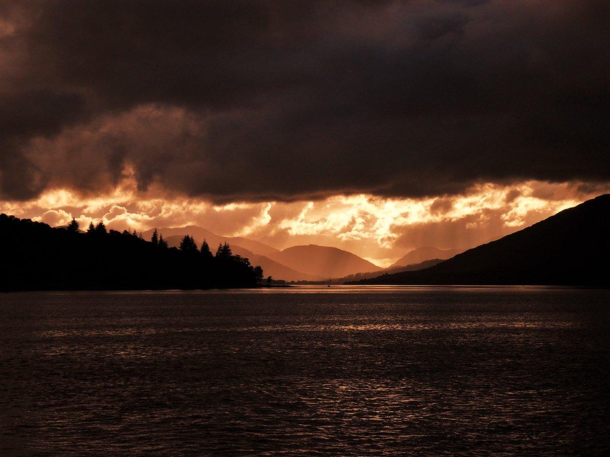 Taken in Scotland. This is one of the best looking sunsets I've seen.  https://t.co/8l3XZZLCkb https://t.co/rE53Oky0fN