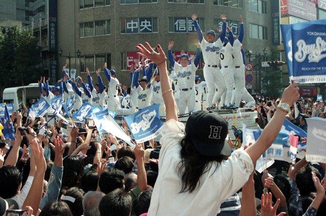 test ツイッターメディア - 【#あの年の今日】 1998年10月8日、横浜ベイスターズが38年ぶりにセ・リーグ優勝🎉 #baystars #npb #横浜優勝 (写真は共同) https://t.co/E0ZdUZ239j