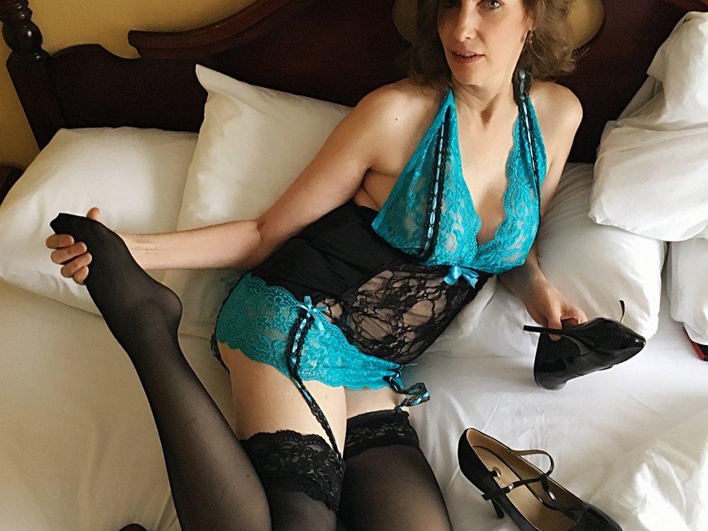 Get kinky with a horny mature! n2o2y2yT9d iDaarT42v9