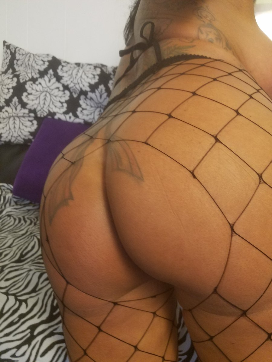 1 pic. #ASSWednesday #MILF #HUMPDay #SheSquats #ButtSlut jH2FvSytNW