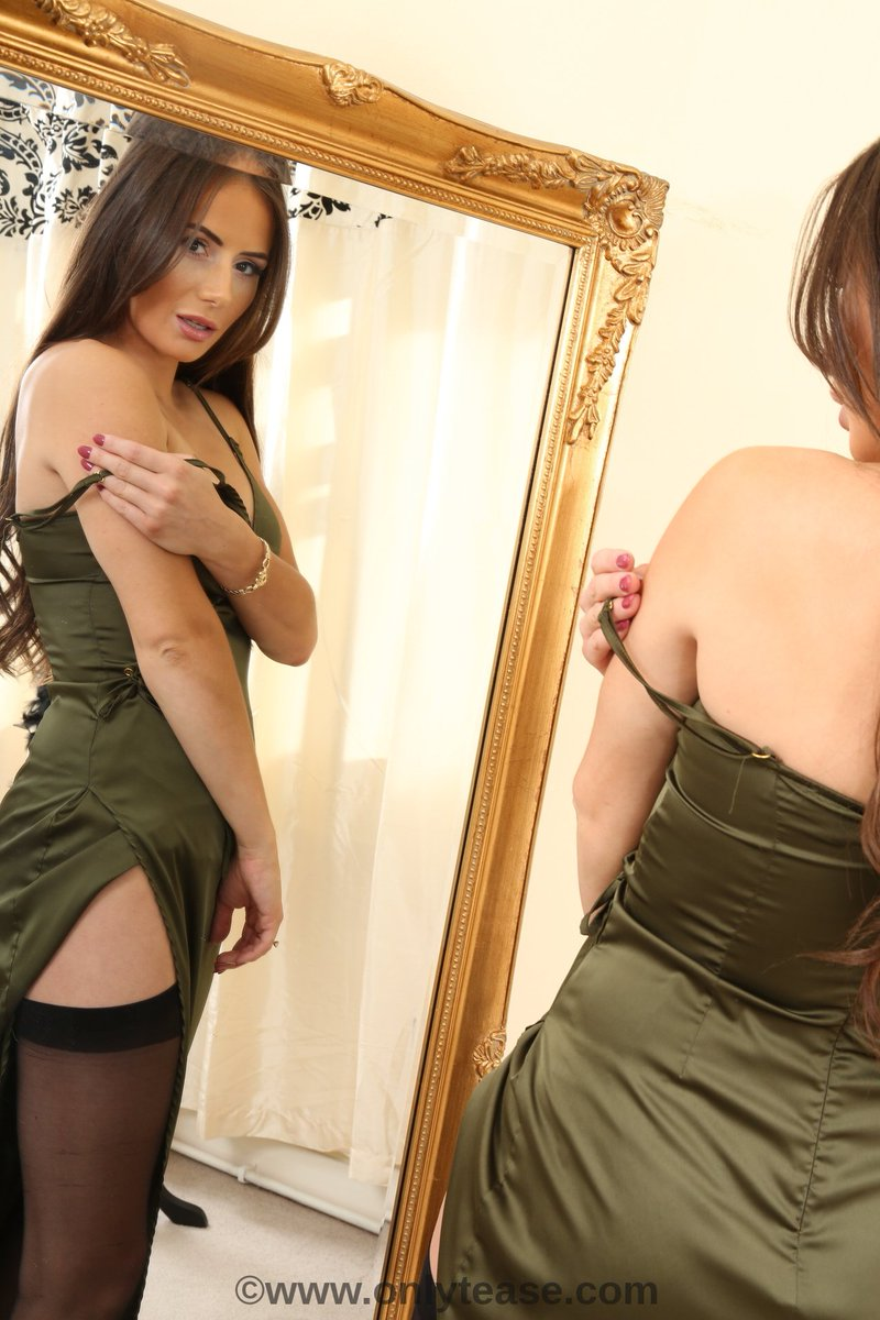 Who doesn't love a mirror shot! 2 views of the stunning Laura H from yesterdays shoot q