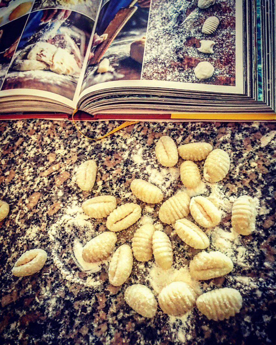 RT @sguetg: Thursday is #gnocchiday from #JamieCooksItaly #italianfood #gnocchi #newbook by @jamieoliver YUM!???????????????????????? https://t.co/L7sGWB9vao