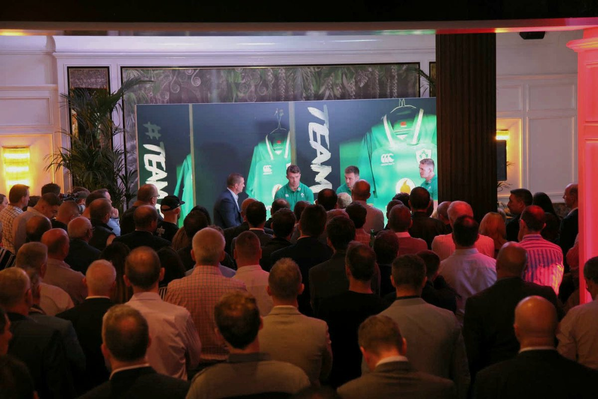 There's a full crowd in the @RiverleeHotel tonight for #TeamOfUs live https://t.co/5NZK3KW95D