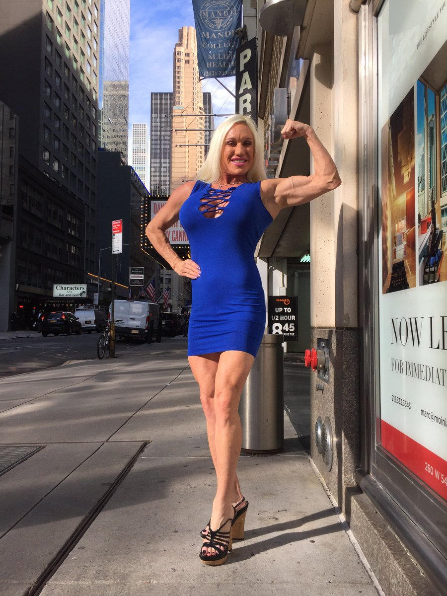1 pic. Fans stopped Me on the street in #NYC to take fan pics today! #MuscleDomme #flexing #girlswholift