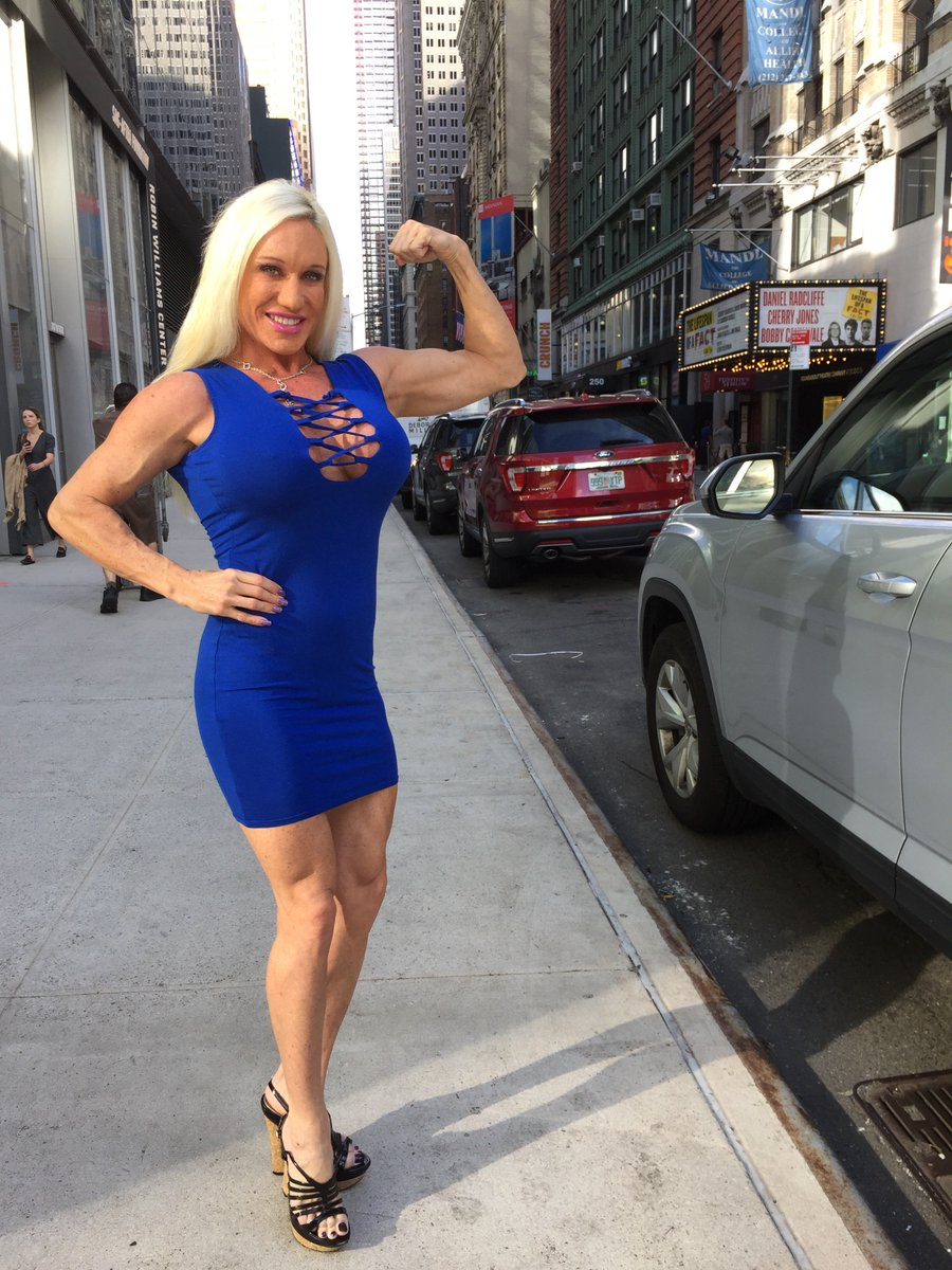 2 pic. Fans stopped Me on the street in #NYC to take fan pics today! #MuscleDomme #flexing #girlswholift