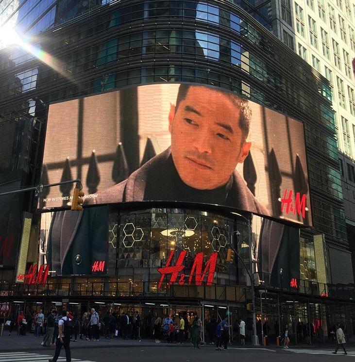 My friend @Leonardo_Nam @WestworldHBO electrifying #TimesSquare with his yumminess @hm ???????????? https://t.co/Ye4I41abDN