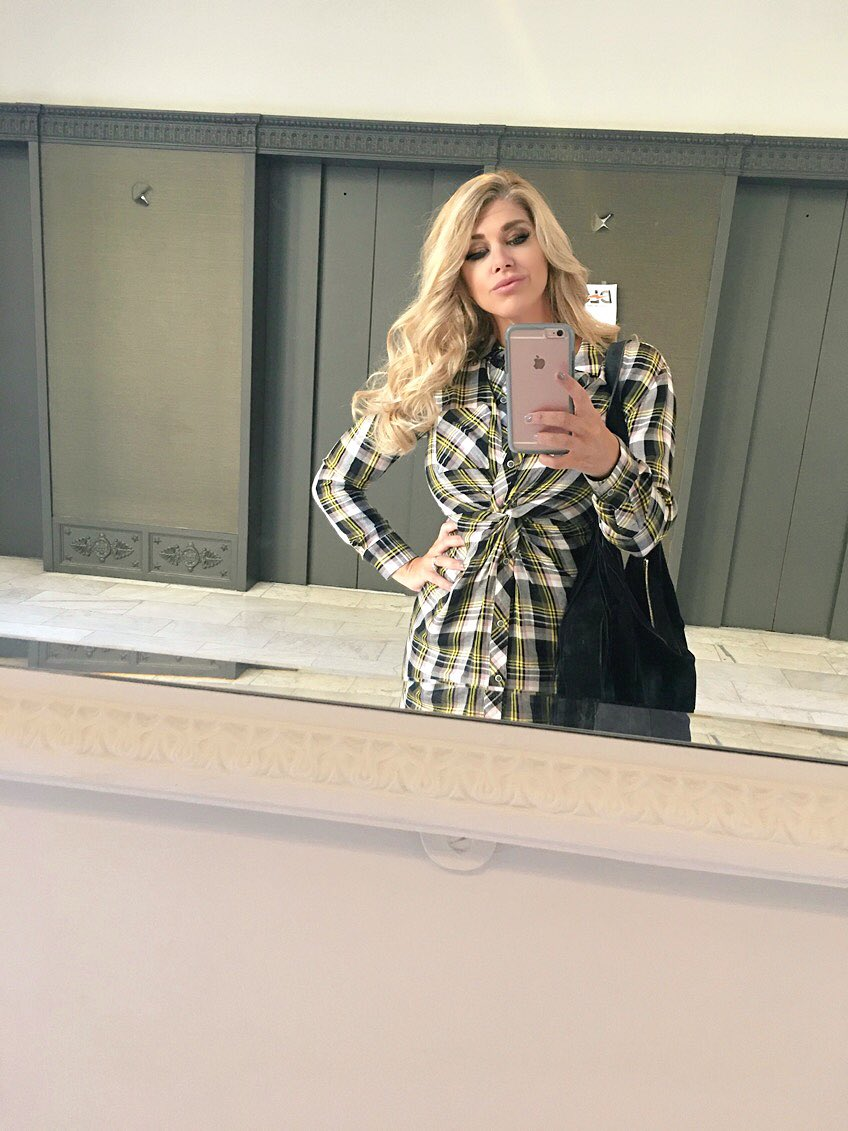 Back in Pittsburgh & loving the Fall weather!!! Getting my plaid on to celebrate 💋 N4Y1
