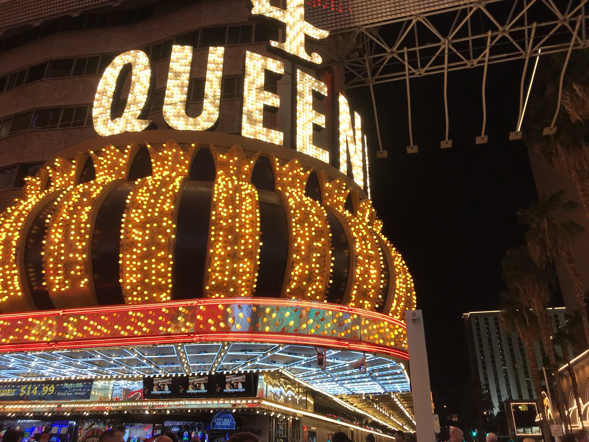 1 pic. Showing The #FremontStreet #Experience #LV