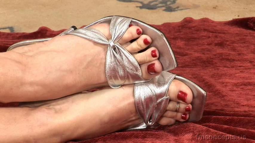 1 pic. Toes! Toes! SO MUCH TOES KrTrDnJhVI #FootFetish #BareFeet OX8suMGf3