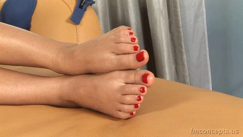 3 pic. Toes! Toes! SO MUCH TOES KrTrDnJhVI #FootFetish #BareFeet OX8suMGf3