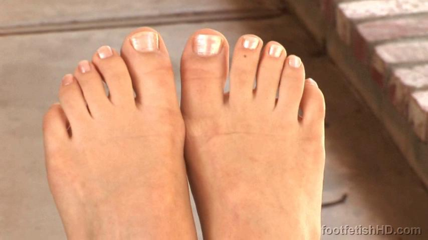 2 pic. Toes! Toes! SO MUCH TOES KrTrDnJhVI #FootFetish #BareFeet OX8suMGf3