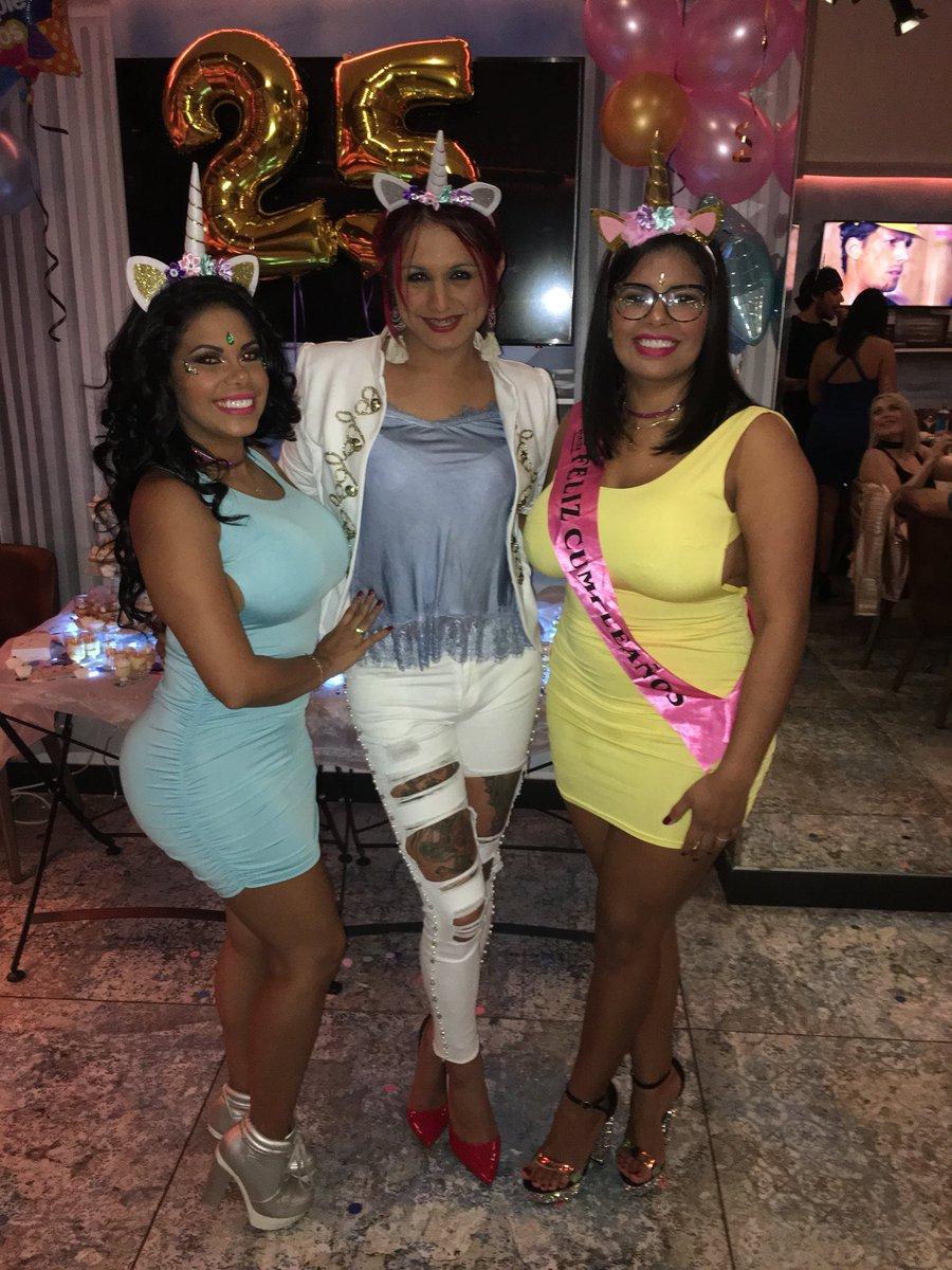 2 pic. Fiesta de cumpleaños de #SheilaOrtega WG9fU9f2Xs