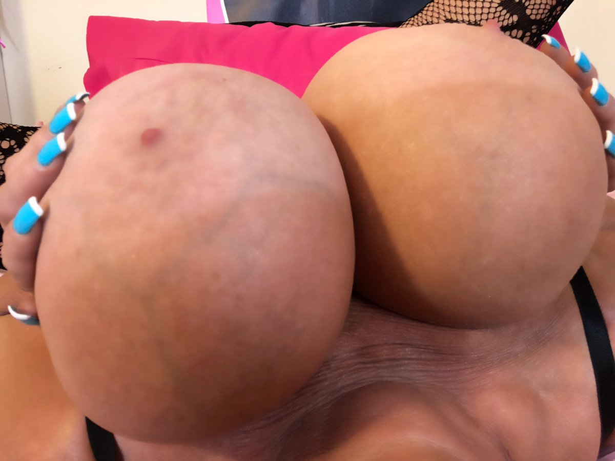 2 pic. The perfect #TitFuck position! #Hugetits #Bigboobs #Tittyfuck i4LFScTNCP