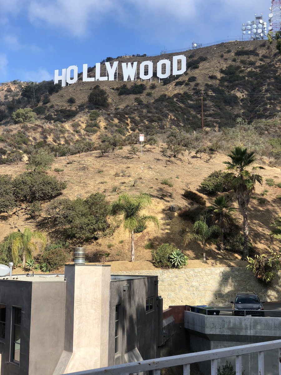 It's a great morning in Hollywood! eSHjOVlKf4